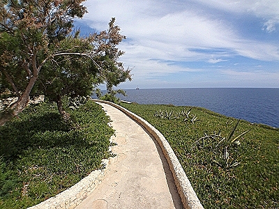 Walking to the Blue Grotto