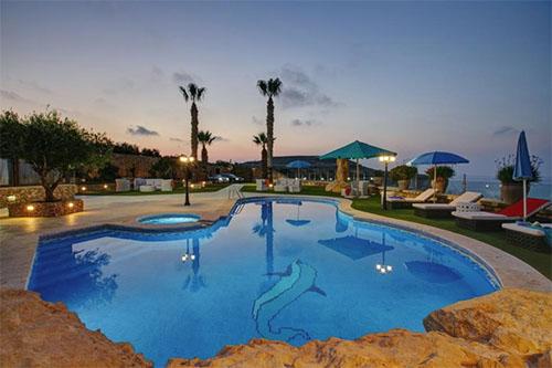 Gozo villas farmhouses holidays to gozo for Pool design malta